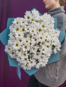 Букет из белых кустовых хризантем